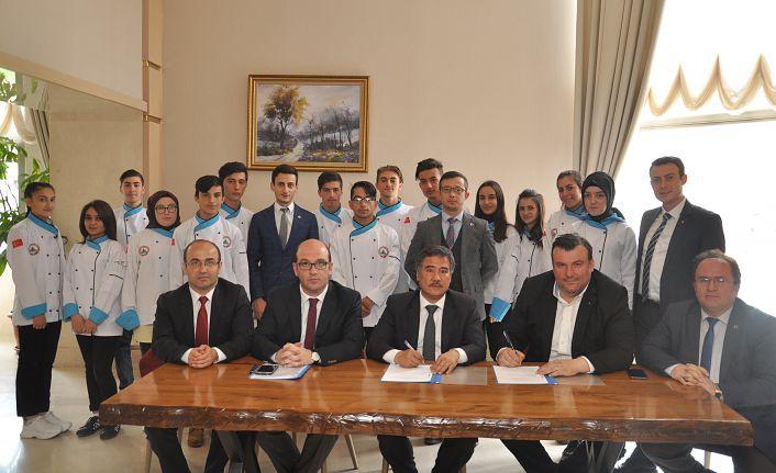 Ramada Otel ile işbirliği protokolü imzalandı
