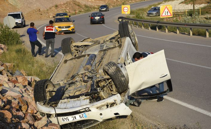 Tekke'de 2 ayrı kazada 4 kişi yaralandı