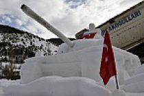 15 Temmuz'u kardan heykellerle anlattı
