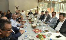 AK Parti'ye geniş katılımlı destek yemeği