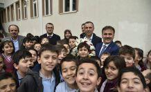 Başkan Çimen okul ziyaretlerini devam ettiriyor