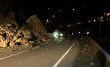 Tirebolu-Gümüşhane karayolu heyelan nedeniyle trafiğe kapandı