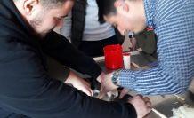 Yaralı yavru kediyi akademisyen ve öğrenciler tedavi etti