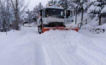Gümüşhane köy yollarında karla mücadele çalışmaları devam ediyor