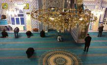 Gümüşhane'deki camilerde cemaatsiz namaz kılındı