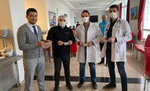 Sağlık çalışanlarına enerji deposu pestil herlesi ikram edildi