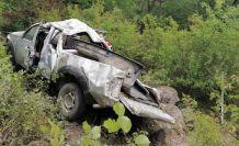 Gümüşhane'de kamyonet uçuruma yuvarlandı: 3 yaralı