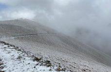 Yüksekler beyaza büründü hava buz kesti