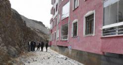 Gümüşhane'de patlatma 3 eve zarar verdi