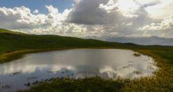 Adını efsaneden alan 'Dipsiz göl' büyülüyor