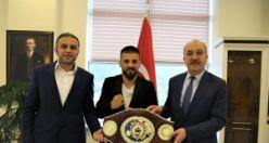Şampiyon boksörden Rektör Zeybek'e ziyaret
