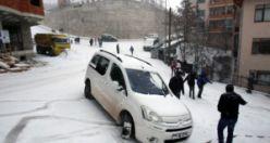 Gümüşhane'de kar yağışı etkili oluyor