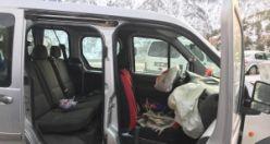 Gümüşhane-Tirebolu karayolunda seyreden aracın üzerine kaya çarptı: 4 yaralı