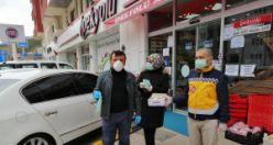 Gümüşhane'de vatandaşlara maske dağılıyor