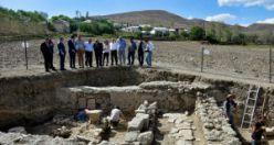 Toprağın 50 santimetre altından 2 bin yıllık tarih fışkırdı