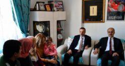 Vali Taşbilek ve eşinden Şehit Öğretmenin ailesi ve kabrine ziyaret