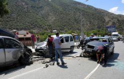 Gümüşhane'de zincirleme trafik kazası: 4 yaralı