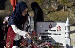 Şehit Öğretmen Necmettin Yılmaz'ın mezarına ziyaretçi akını