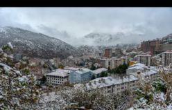 Gümüşhane kent merkezinde yılın ilk kar yağışı gerçekleşti
