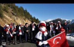 Gümüşhane, Zigana dağında eksi 4 derecede Sarıkamış şehitleri için yürüdü