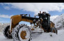 Gümüşhane'de karla kaplı köy yolları açılıyor