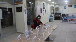 Gençlik Merkezi siperlik üretimine başladı