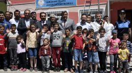 Gümüşhane'deki en uzak köy okulunun tamiratını polisler yaptı