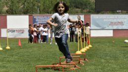 Gümüşhane Yeni Şehir Stadyumunda Çocuk Oyunları Şenliği