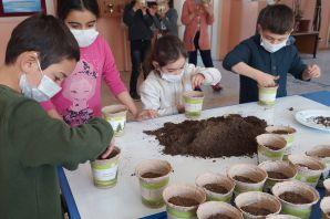 Geleceğe nefes olmak için tohumları toprakla buluşturdular
