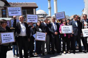 CHP'den Gümüşhane'de 'OHAL' için oturma eylemi
