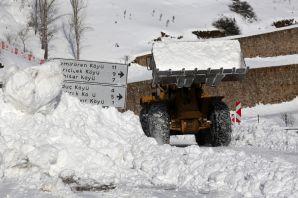 2 bin 200 metre rakımdaki köyün yolu zorlu çalışmalar sonucu açıldı