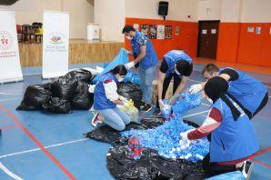 Gençlik Merkezi gönüllülerinden mavi kapak seferberliği