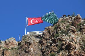 Adrenalin tutkunları Torul Kalesi Cam Seyir terasına akın ediyor