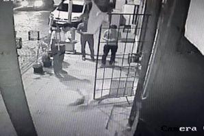 Sansarların büfedeki kavgası güvenlik kamerasında