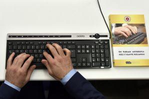 Dünya klavye şampiyonu ve rekortmeni Celal Aşkın Gümüşhane'de
