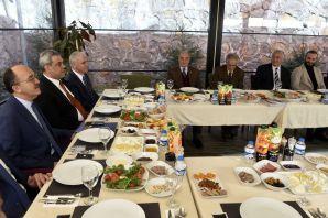 Rektör Zeybek gazetecilerle buluştu