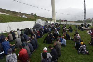 Kadırga yaylasındaki o camide yılın ilk Cuma namazı kılındı