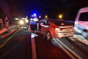 Gümüşhane'de otomobiller kafa kafaya çarpıştı: 1 ölü, 4 yaralı