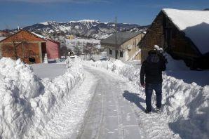 Kapalı köy yolları ulaşıma açıldı, yollar genişletiliyor, mahalle yolları temizleniyor