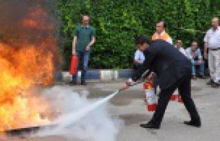 Milli Eğitim Müdürlüğünde yangın tatbikatı