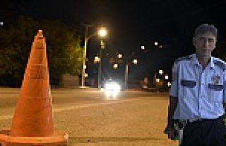 Alkollü sürücü yol kontrolü yapan polise çarptı:...