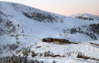 Zigana dağında kar kalınlığı 50 santimetreye...