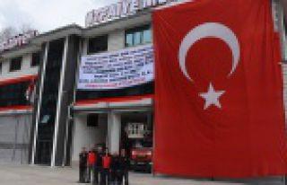 Zeytin Dalı'na destek için dev Türk bayrağı...