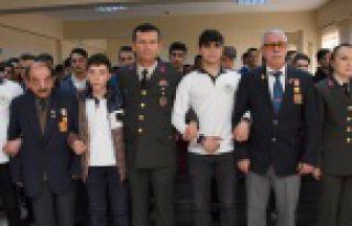 Gaziler öğrencilerle buluştu