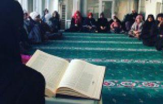 Kadınlar 'Cami'de bir vakit'te buluşuyor