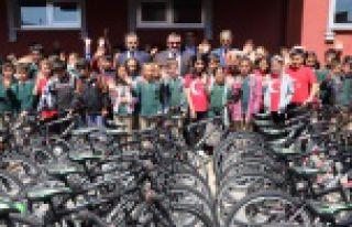Kelkit'te 23 Nisan'da Çocuklara 409 Bisiklet