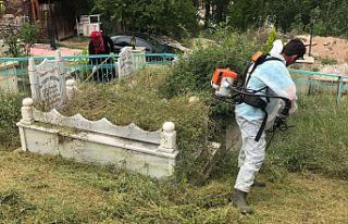 Gümüşhane'de mezarlıklar temizlendi