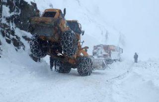 Gümüşhane'de karla mücadele çalışmaları...