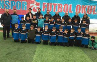 Trabzonspor Futbol Okulu ile 15 Şubatspor el ele