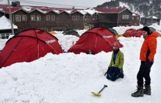Zigana dağında ağır kış şartlarında hayatta...